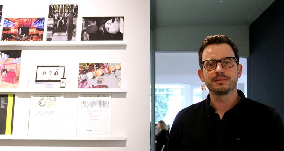 Jesper Götsch in front of art wall